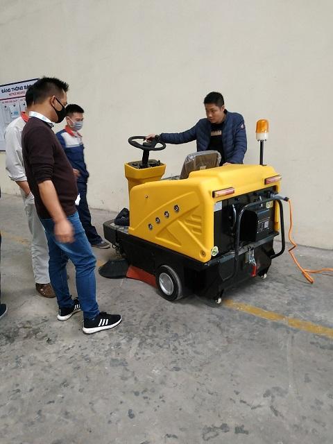 Bàn giao và hướng dẫn sử dụng vận hành Xe quét Magnum C200 cho nhà máy Nhôm Việt Pháp SHAL Ninh Bình