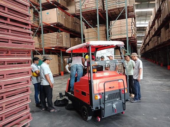 Cung cấp xe quét bụi công nghiệp Magnum W1800 cho Trung tâm kho vận Công ty U&I Logistic Bình Dương