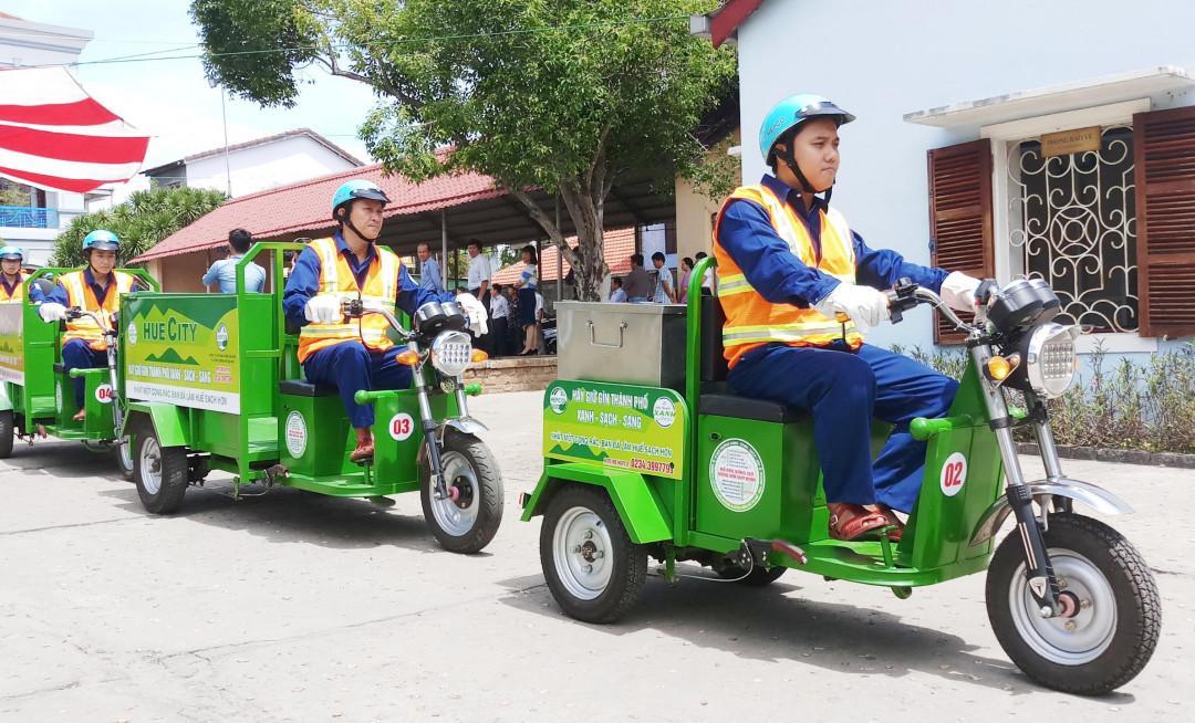 Thừa Thiên Huế triển khai thí điểm thu gom rác thải sinh hoạt bằng xe điện