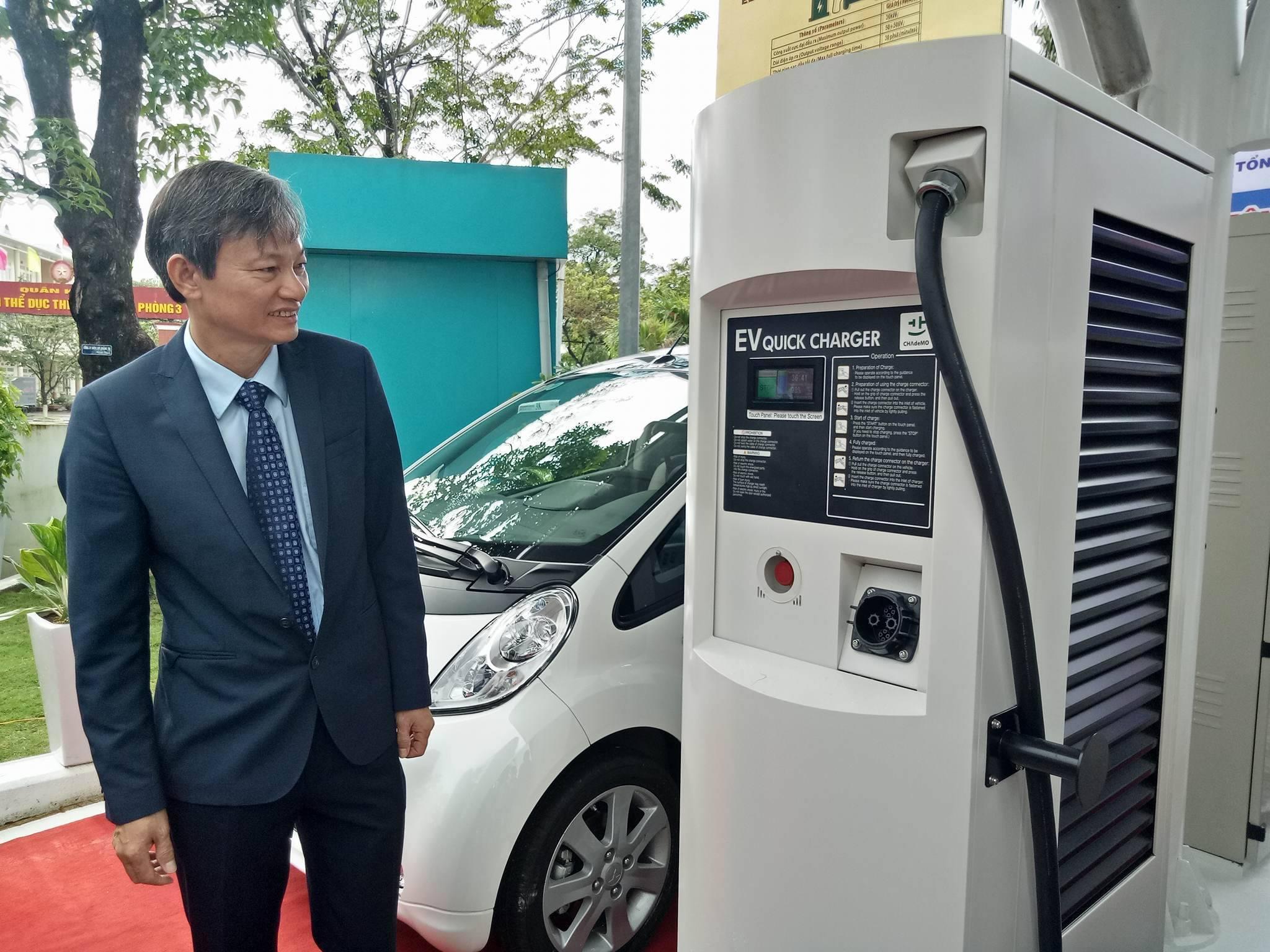 Vận hành xe ô tô điện, trạm sạc điện nhanh đầu tiên tại Việt Nam