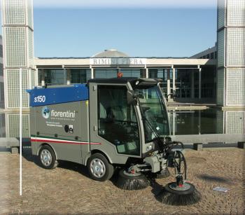 Xe quét rác hút bụi chuyên dùng cho đô thị S150 hãng Fiorentini (Ý)